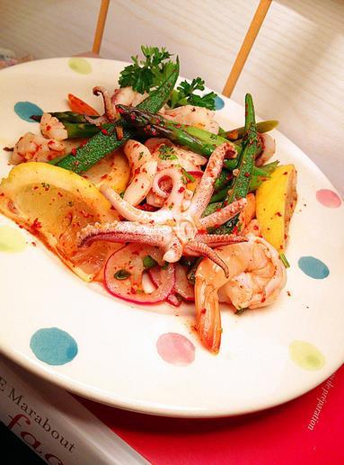 渔业文化 海鲜美食 各国食谱    墨鱼1只,海虾5只,芦笋5根,秋葵5根